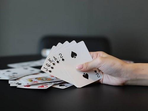 آموزش بازی کارتی رامی