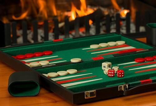 Backgammon Web 2 - 10 اشتباه در تخته نرد که باید از آنها آگاهی داشته باشید  بت کوچک