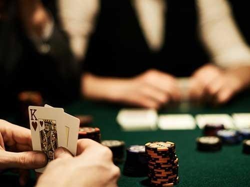 آیا کارت های پوکر باید از نوع خاصی باشد؟