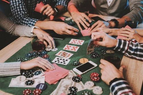 depositphotos 213682224 stock photo young friends playing poker party - 10 ایده برای شرط بندی با دوستان با سود تضمین شده