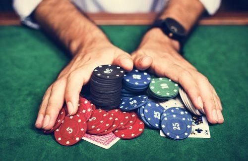 poker1 768x500 1 - 5 سایت پوکر با تراشه های رایگان ایرانی و خارجی و همچنین آموزش دریافت تراشه های رایگان آنها