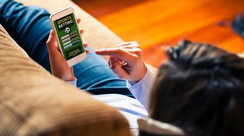 teen gambling app istock 0 - 10 ایده برای شرط بندی با دوستان با سود تضمین شده